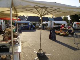 Le marché sous le soleil